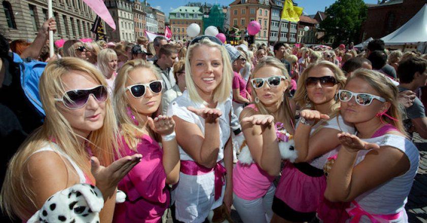 Naciones rosadas: los 13 principales países con más mujeres que hombres