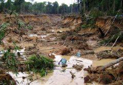 En las minas de oro de Perú, el mercurio perturba el medio ambiente