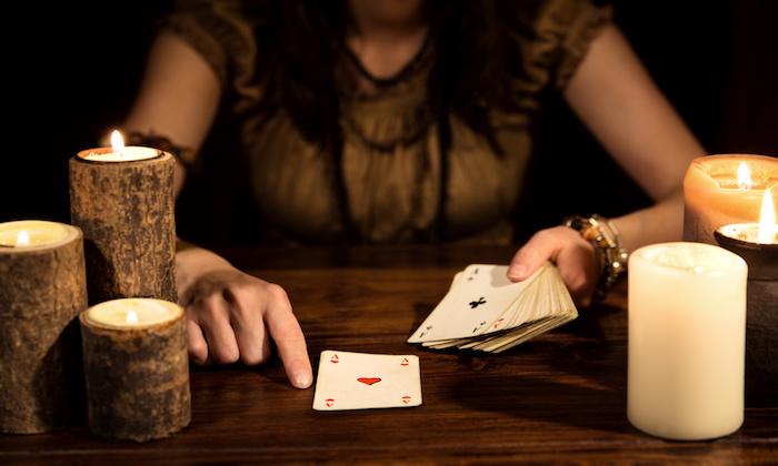Cartomancia, magia y astrología. ¿Cuánto se gana en lo oculto?