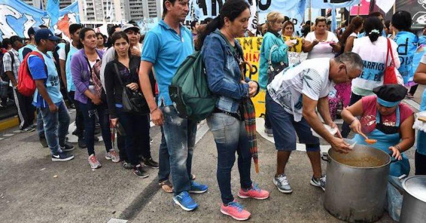 En Argentina, la pobreza avanza rápidamente, con los niños más afectados