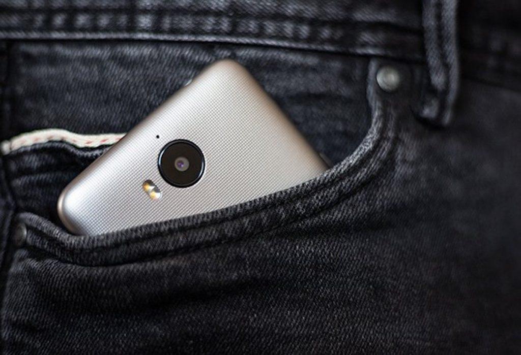 ¡Ten mucho cuidado, tu smartphone te está espiando!