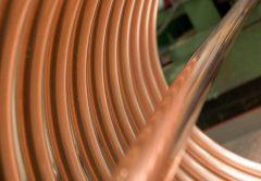 Los precios del cobre continúan aumentando mientras que la oferta cae