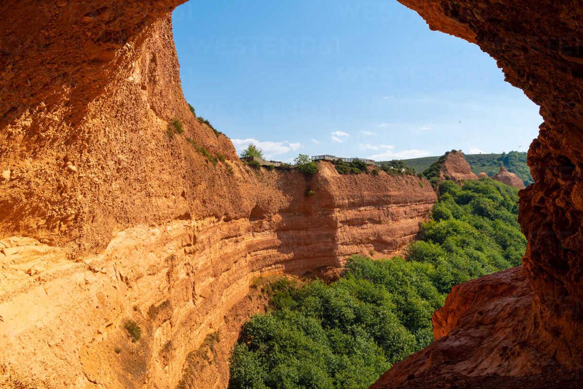 El oro en España, una tradición que también atrae a los pequeños mineros