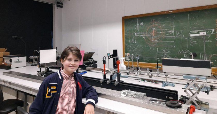 Con un título en Física a los 11 años, un niño prodigio asombra a Europa