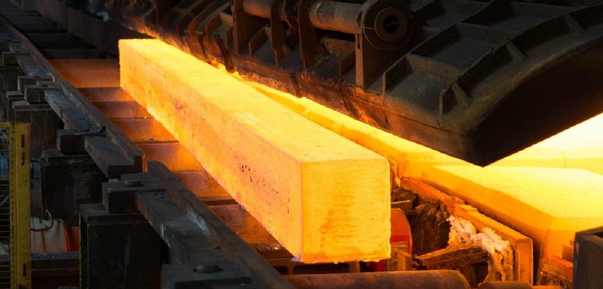 Los precios del acero caen, pero China duda en reducir la producción